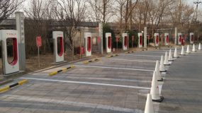 Tesla opens another giant 50-stall Supercharger station – largest in the world